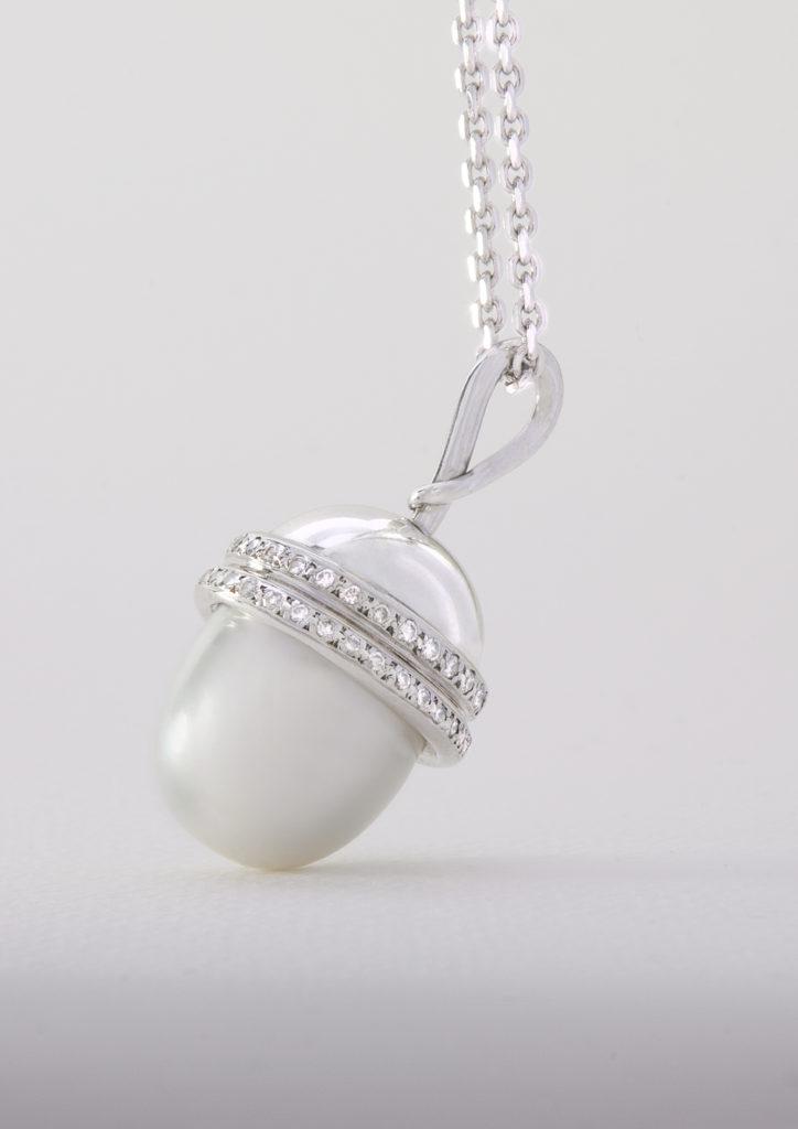 ocean acorn pearl pendant